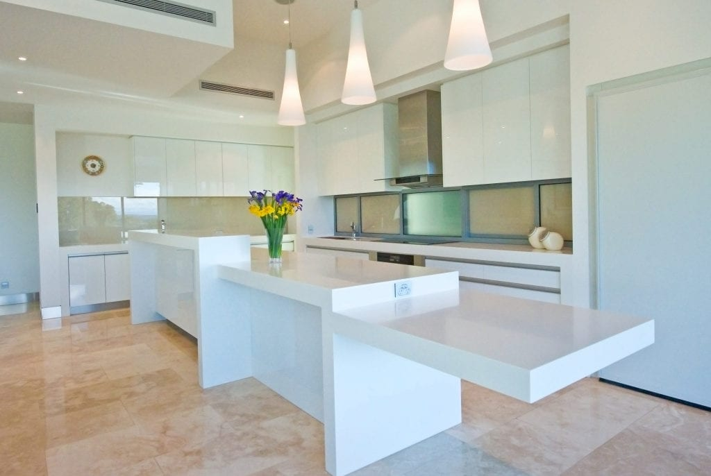 Kitchen top with cantilevered breakfast bar